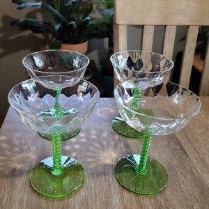 Beautiful 4 set champagne glasses!